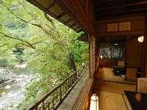 『洗心亭』離れからの渓流の流れ 和室2間+お食事処+檜風呂+洗面2箇所+トイレ