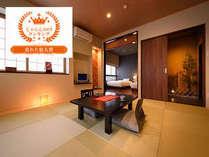 【特別室 葉山(はやま)】和室と洋間(ベッド2台)+ひのき風呂(かけ流し)付。【禁煙】