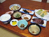 *【夕食(一例)】旬な食材を使用した郷土料理をご用意いたします。