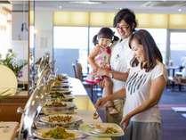 和・洋・琉球料理が約50種類!!夜景を見ながらおいしいバイキングをお楽しみ下さい☆