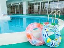 4月~9月末までご利用可能な野外プール。浮き輪レンタルもございます。