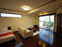 【デラックスルーム】オーシャンビューのお部屋はゆとりの38平米。バルコニーも11平米と広々設計。