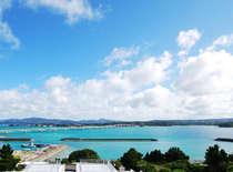 【屋上からの景観】古宇利島のエメラルドグリーンの海が一望できます