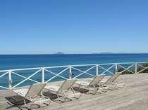 ホテルサンデッキから望む伊豆七島の島々です。