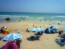 ホテル前に広がる白浜中央海水浴場