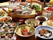 新提案!旬感沸騰石焼き桶鍋やお惣菜ブッフェ、伊豆の郷土料理・金目鯛煮付けなど名物料理がたくさん。