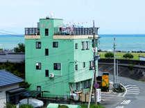 *当館は海の目の前♪ゆっくり落ち着ける家族経営の宿です♪