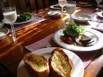 好評のフレンチトーストとハムエッグ(朝食)