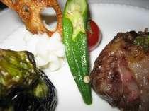 アミ油包みのヒレ肉と地元の野菜たち