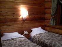 ウッドデッキの付いたツインルーム・出窓から涼風が入り込む角部屋(1部屋)