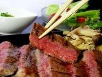 群馬が誇る赤城牛のステーキ。噛んだ瞬間にじゅわ~っと肉の旨みが…