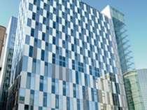 ホテル外観~読売新聞北海道ビルの7階がフロント・ロビーでございます。