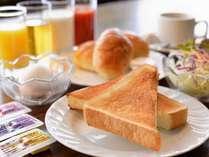 *バイキングスタイルの軽朝食付
