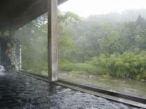朝もやの渓流沿い露天風呂【天下取りの湯(男湯)】