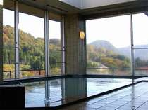 秋・展望大浴場【満天星の湯】秋保の紅葉を楽しめる