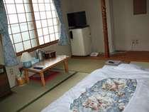 和室(バストイレなし) 3階フロアーにトイレあります。2階フロアーにお風呂あります。