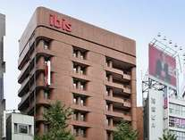 ホテル外観 JR新宿駅西口より徒歩3分の場所にございます。