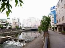 田川の水の音を聞きながら過ごせるのも魅力のひとつ
