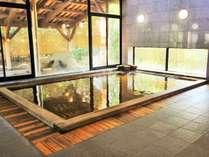 樹齢二千年の古代檜を使った大浴場