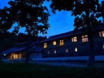【外観】全7室の宿ではありますが、居住性を重視し館全体をゆったりとした造りにしております。