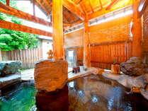 自然に囲まれた貸切制の露天風呂