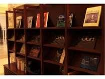 ライブラリーでは各種書籍&周辺観光情報紙をとりそろえております。