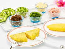 朝食ビュッフェで大人気のふわふわオムレツは、毎朝シェフが目の前で焼き上げます。