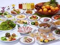 【夕食】バラエティー豊かな和食・洋食・中華・沖縄料理をビュッフェスタイルにてご賞味ください。