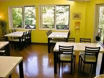開放感のある食堂