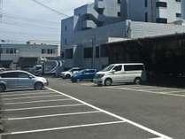 無料平面駐車場完備 24H出し入れ自由です 2t以上は要予約必要です