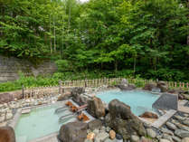 【男性大浴場(露天風呂)】野趣溢れる自慢の露天風呂