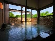 半露天ながら景観を楽しみながら温泉を満喫
