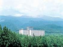 宮城蔵王ロイヤルホテル外観。新緑の季節はすごく気持ちがいいですよ♪
