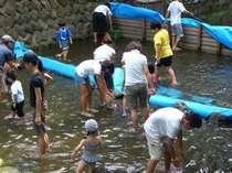 【お子様半額♪夏休みファミリーバイキング】マス釣り・魚のつかみ取り無料&縁日チケット付