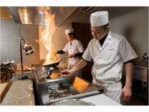 季節の天ぷらは揚げたてアツアツで