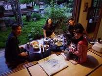 石垣屋では食事の提供はしていませんが、当日お泊りの旅人さんたちが割り勘で料理を作ることもあります。