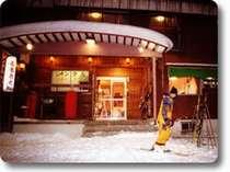 スキーを履いてリフトはすぐ