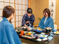 【夕食・朝食ともにお部屋食】山木旅館の魅力のひとつ。ごゆっくりとお寛ぎいただけます。