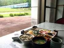 【朝食付】高原の緑と列車が見えるリゾートの朝ごはん