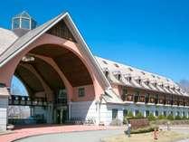 *列車村本館 フロント・大浴場・レストランはこちらにございます。