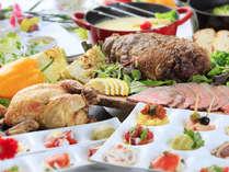 夕食バイキングは手作りローストビーフやチーズフォンデュが人気