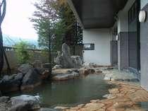 開放感溢れる露天風呂絶景の蔵王連峰が楽しめる