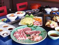 国産豚&銘柄鶏の鉄板焼き ※写真の大皿料理は2人前です。