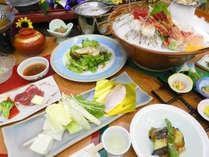 【夏 花紀行】「鮑と旬魚お造り5点盛」と「のど黒黄金鍋」「牛陶板」※写真の大皿料理は2人前です