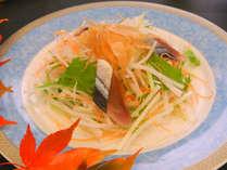 炙り薫秋刀魚のハリハリサラダ