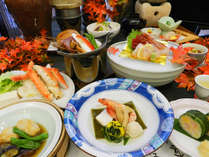 【秋の華彩会席】「牛フィレと松茸の陶板焼き」と「タラバガニ鍋」と「秋の海鮮と松茸の酒蒸し」