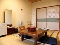 和室206(6畳)。1~2名様向けのお部屋です。空冷蔵庫、テレビ、湯沸かしポット有