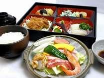 夕食・陶板鍋料理一例