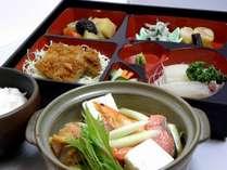 夕食・味噌チゲ仕立鍋料理一例