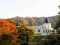 *外観/秋はピリカの山の美しい紅葉の眺めを楽しめます。